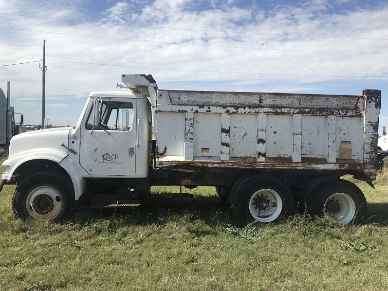 #30 International truck with dump bed-pic 1